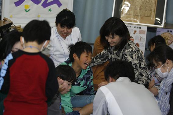 東京医療専門学校「家族みんなでツボ体験」